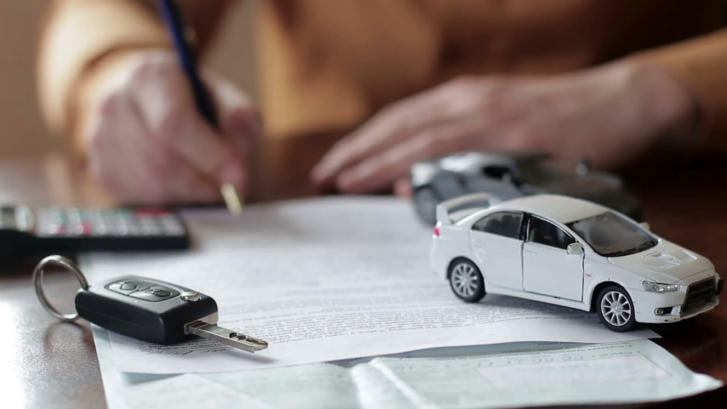В Екатеринбурге коллектор забрал машину у должника вместе с ребенком-1024x576